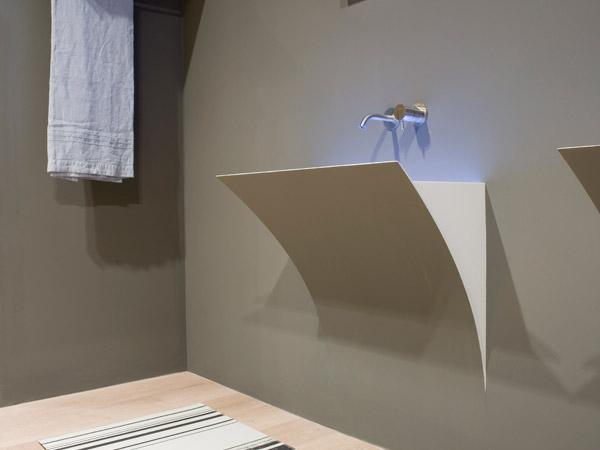 Domenico De Palo con Antonio Lupi per il lavabo Strappo ...