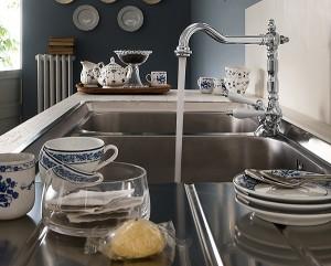 con-antica-di-nobili-rubinetterie-la-cucina-classica-e-al-passo-con-i-tempi