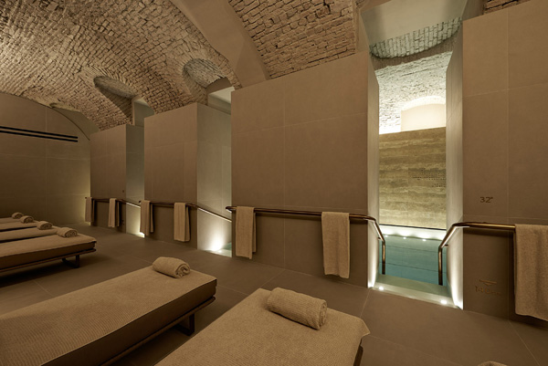 Hansgrohe per la SPA Four_Seasons_la sala con piscina_2