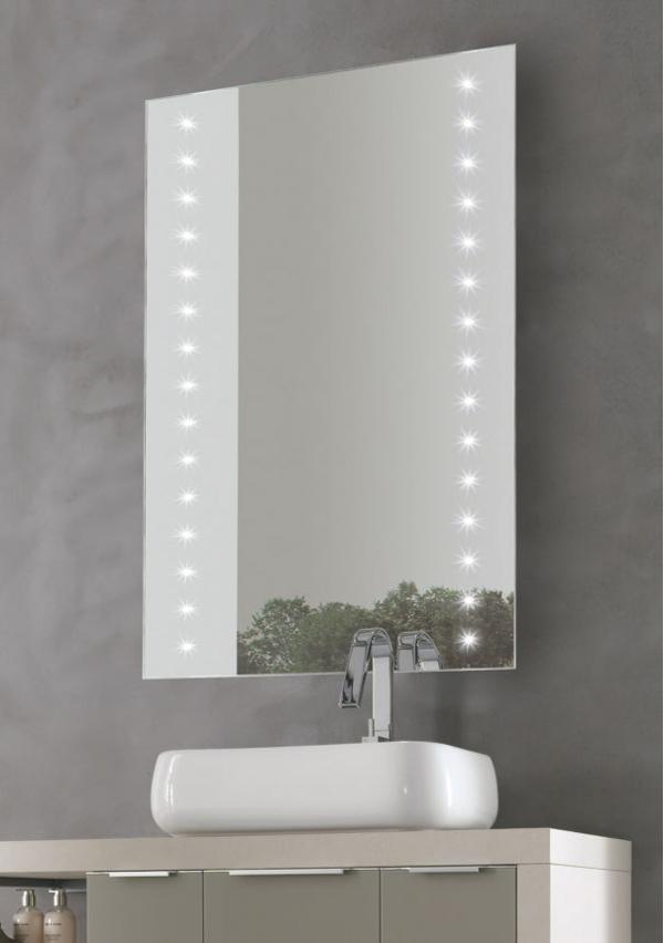 Si vanno sempre più affermando per l'arredamento della sala da bagno le specchiere illuminate da luci LED.