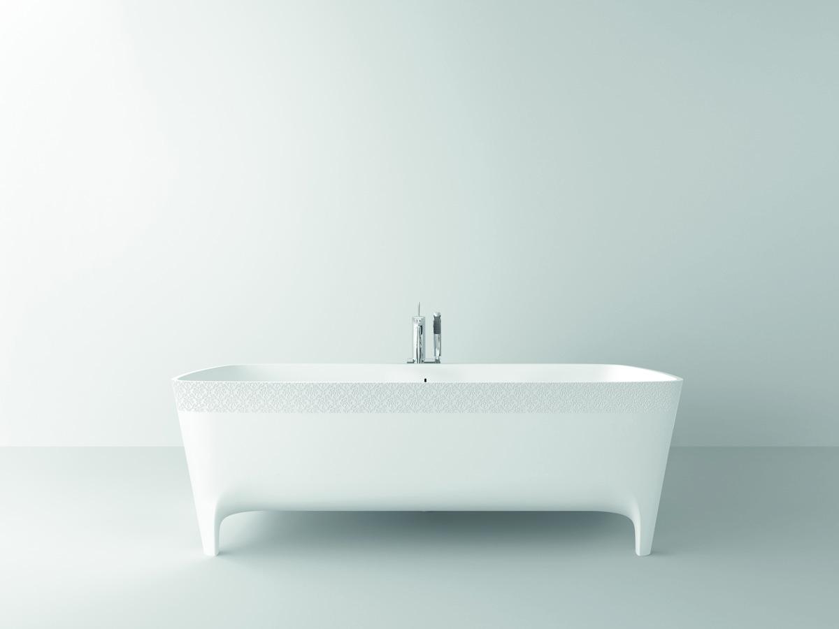 Nella foto, la vasca in Duralight® Accademia Serie Decori Limited Edition (cm 180x80x59 lxpxh) dal raffinato motivo floreale.