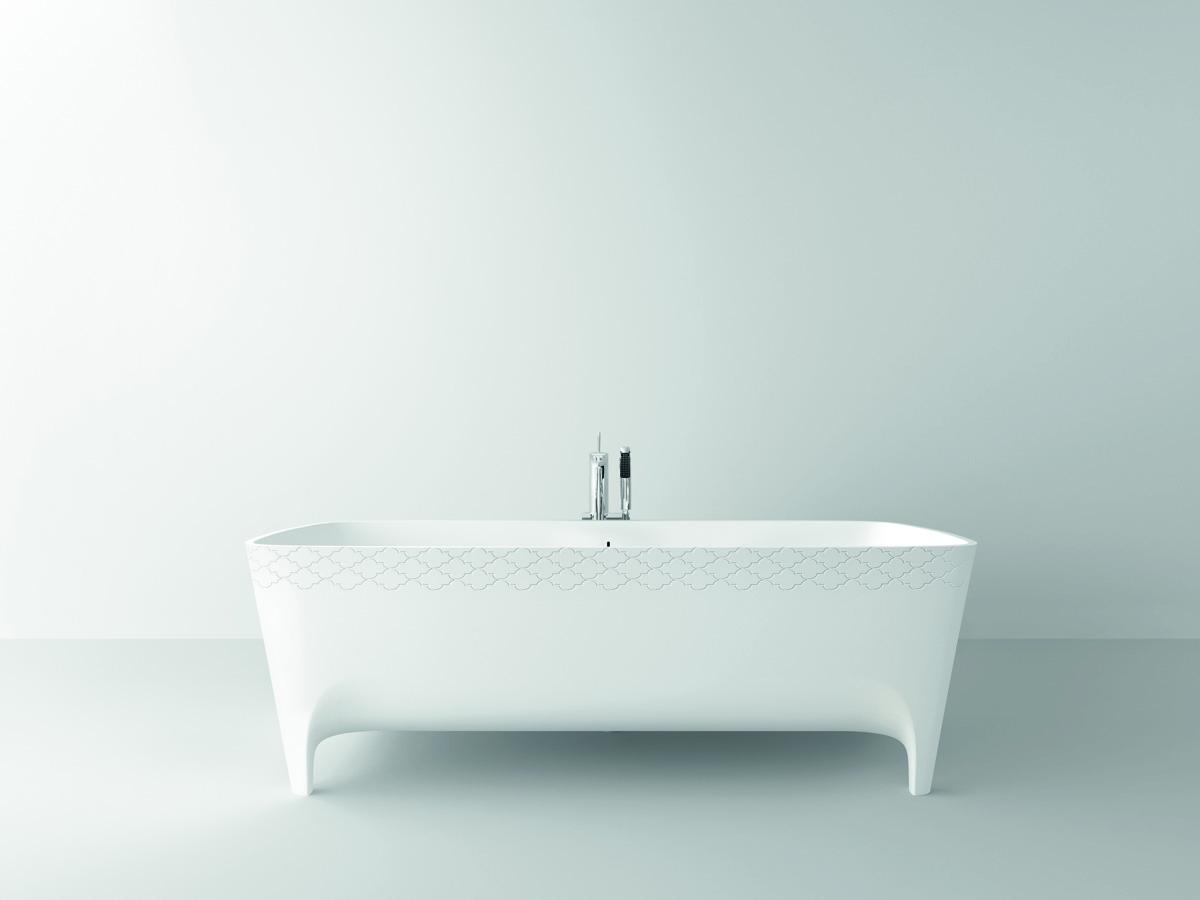 Nella foto, la vasca in Duralight® Accademia Serie Decori Limited Edition (cm 180x80x59 lxpxh) caratterizzata dall'esclusivo motivo geometrico.