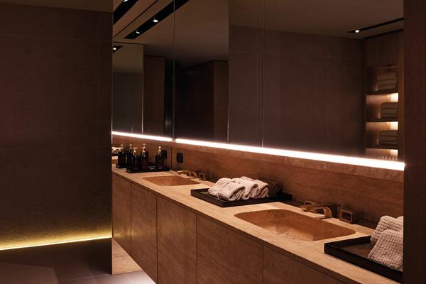 Hansgrohe per la SPA Four_Seasons_rubinetteria per lavabo Axor Urquiola in oro spazzolato