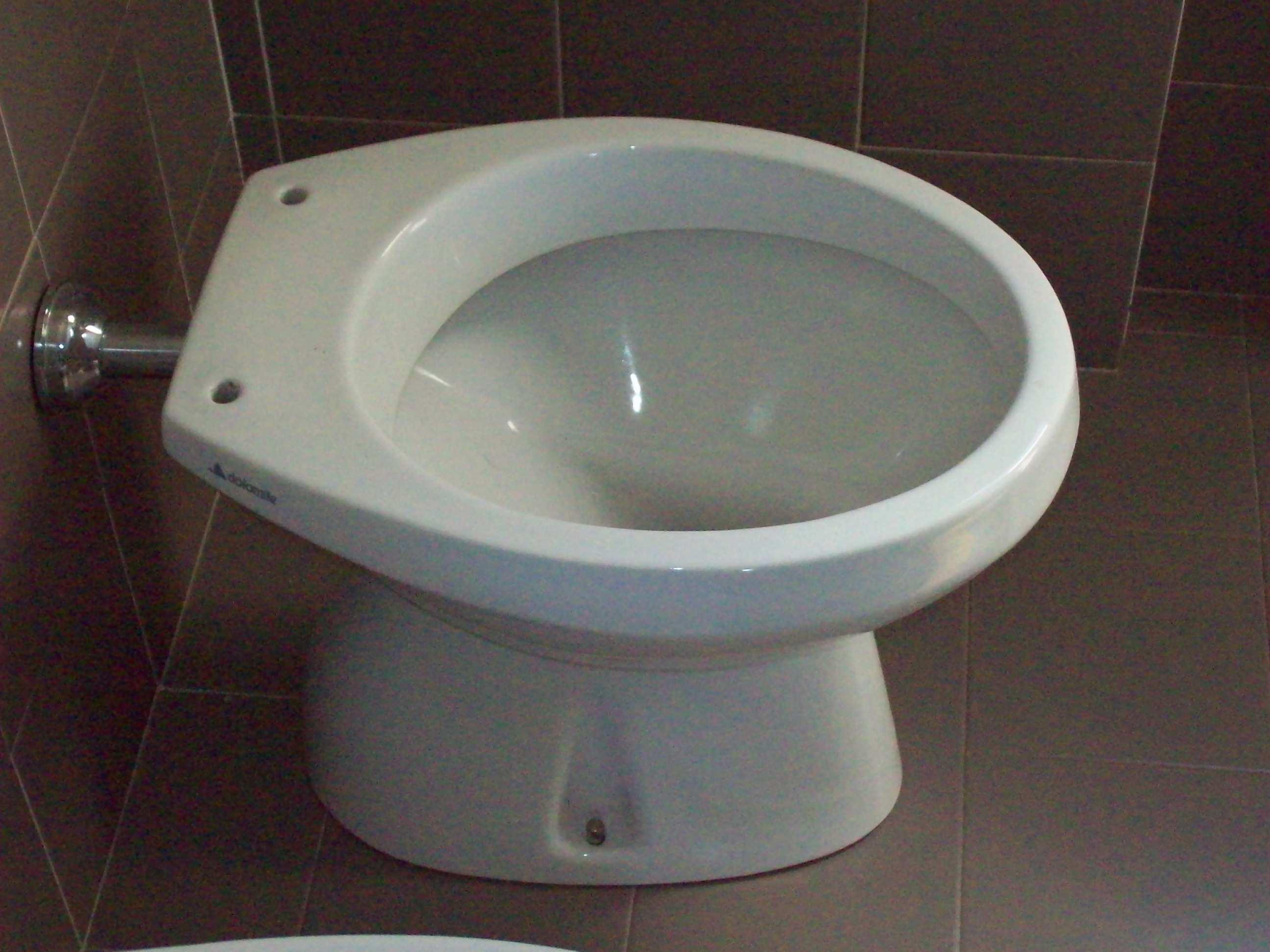 le vecchie serie ceramiche dolomite e i loro sedili wc